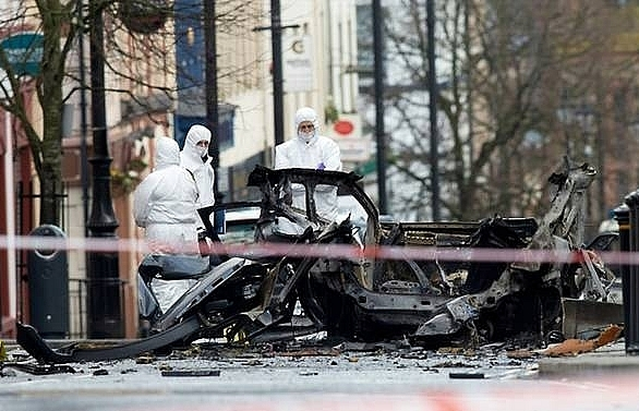Police link Northern Ireland car bomb to 'New IRA'