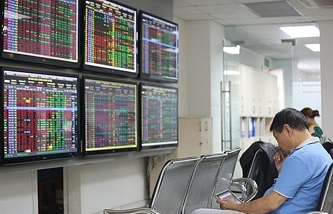 Shares bounce back, led by banks