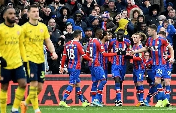 Arsenal pegged back by Palace after Aubameyang red card