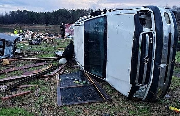 At least 11 dead as storms sweep through US south