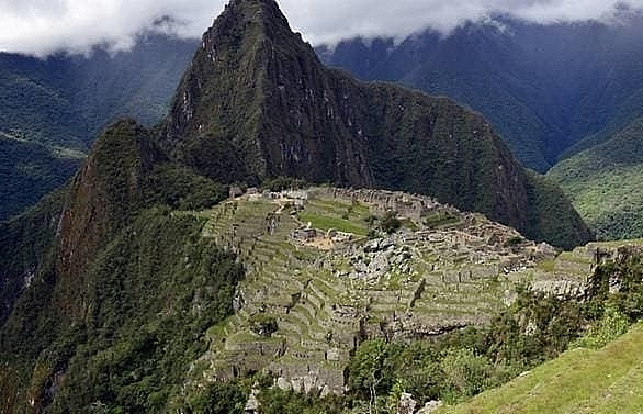 6 tourists arrested after faeces found in sacred machu picchu area
