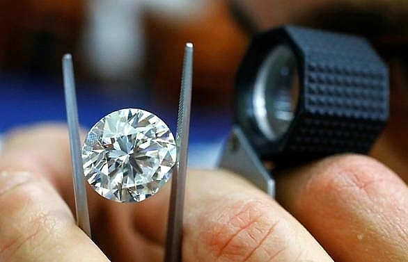 Three Romanians face French trial over US$1m diamond swindle