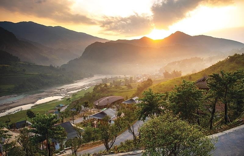 Majestic mountains entice local community tourism
