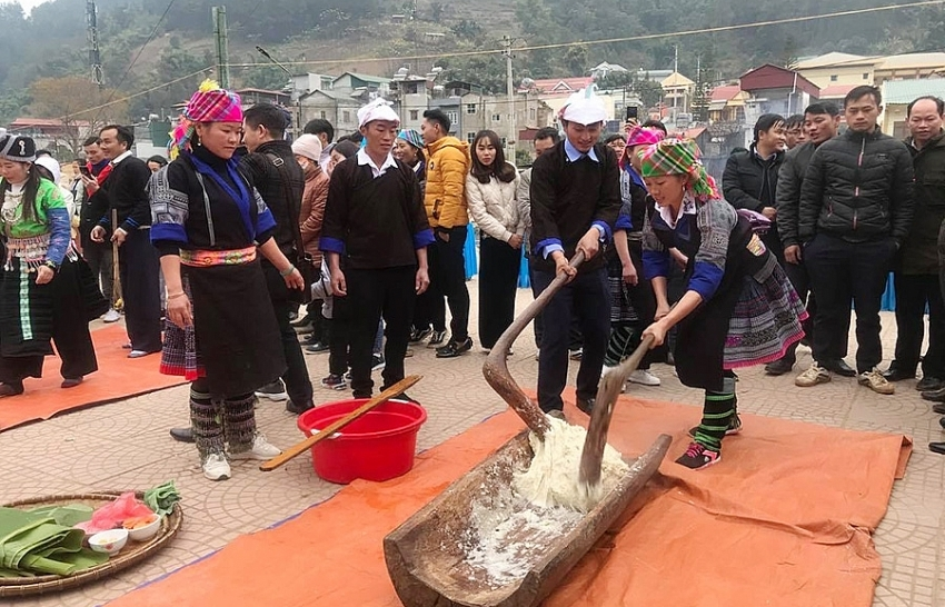Mu Cang Chai banh day pounding festival about to open