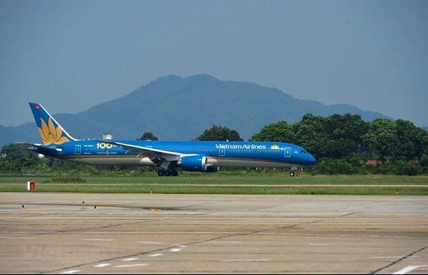 Airlines adjust flights due to bad weather in Hanoi