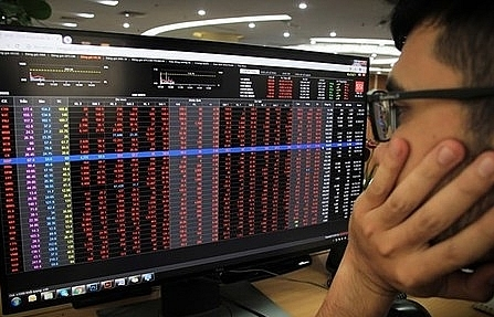 Big stocks keep falling, VN-Index loses nearly 71 points