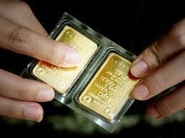 Gold still glittering in the pubic eye
