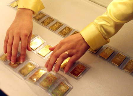 Domestic gold soars past global prices