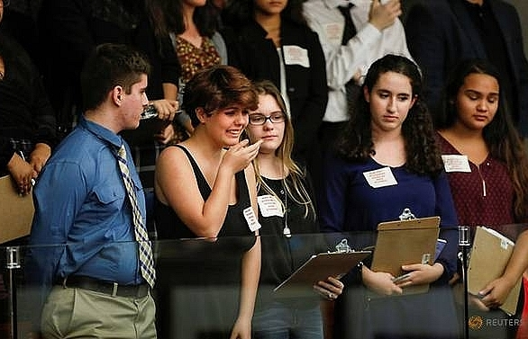 Students turn up heat on Trump, lawmakers over gun control
