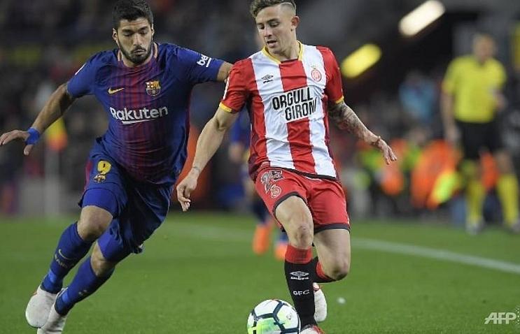 Suarez hat-trick extends six-goal Barca's La Liga lead