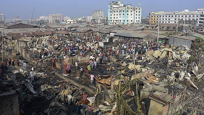 fire sweeps through bangladesh slum killing nine