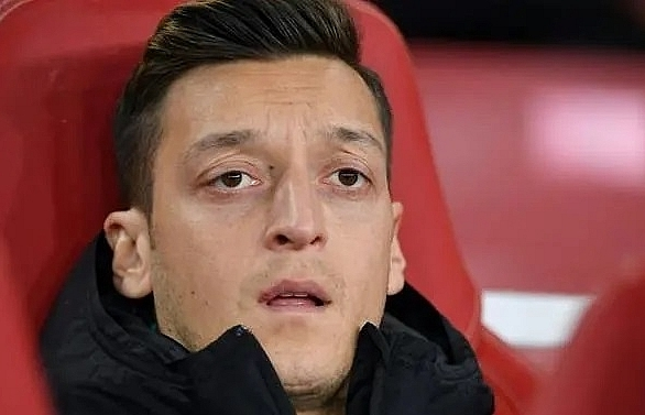 Two men threatened to 'kill' Arsenal's Ozil, says security guard