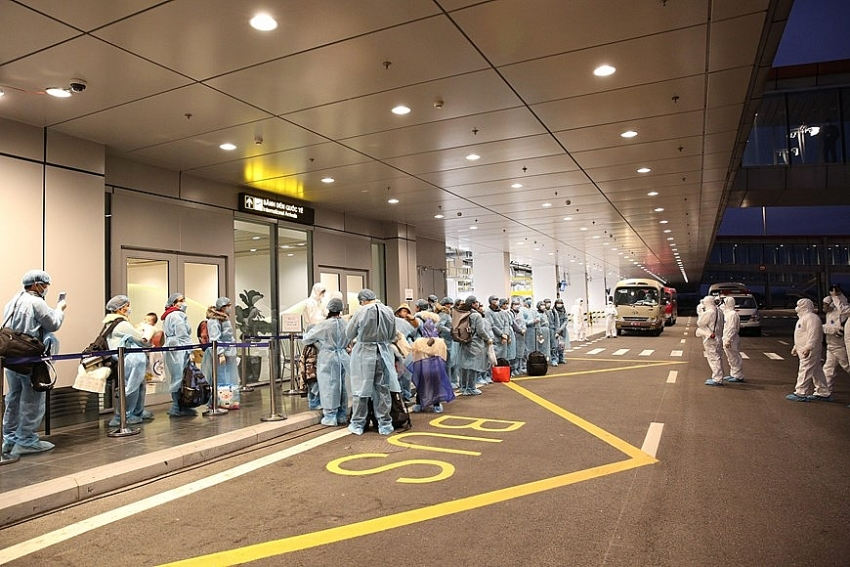 30 citizens arrive at van don airport from china photo