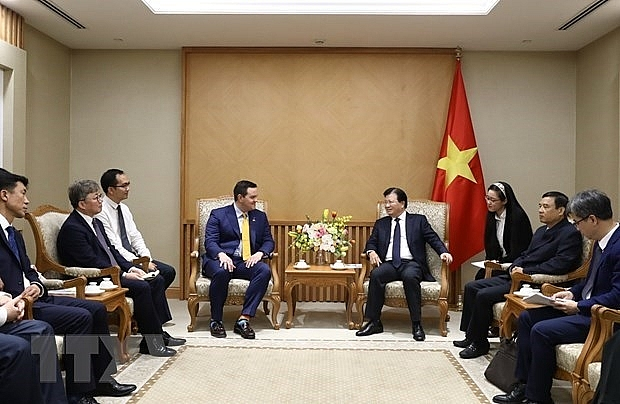 deputy pm hosts investors interested in lng power development in vietnam
