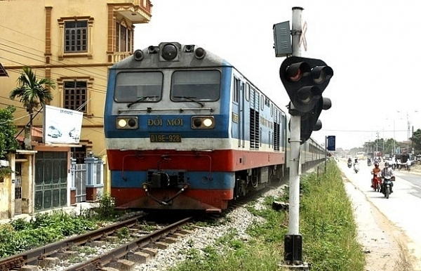 govt considers giving vietnam railways back to transport ministry