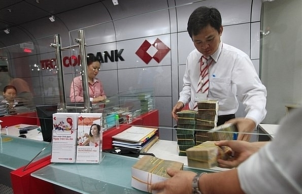 Credit market share of private banks rise
