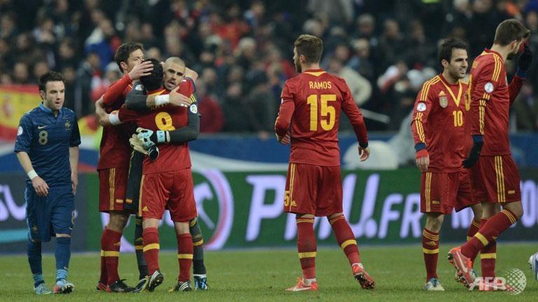 Spain regain initiative, Dutch just perfect