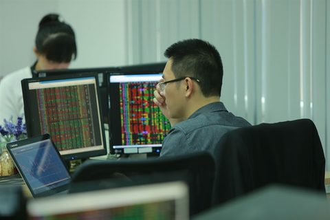 Blue chips drive VN stocks back up Money Banking Investments Shares