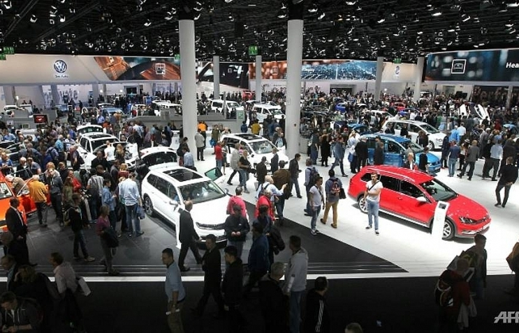 Trump threatens EU auto industry over bloc's trade war retaliation
