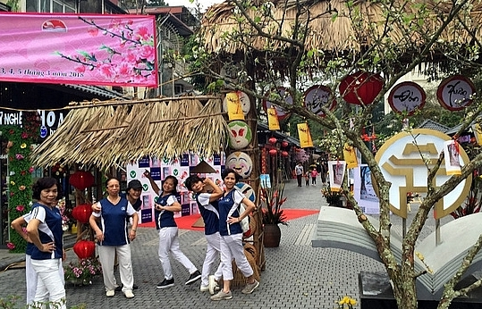 Touring book street in Hanoi, preserving history and culture
