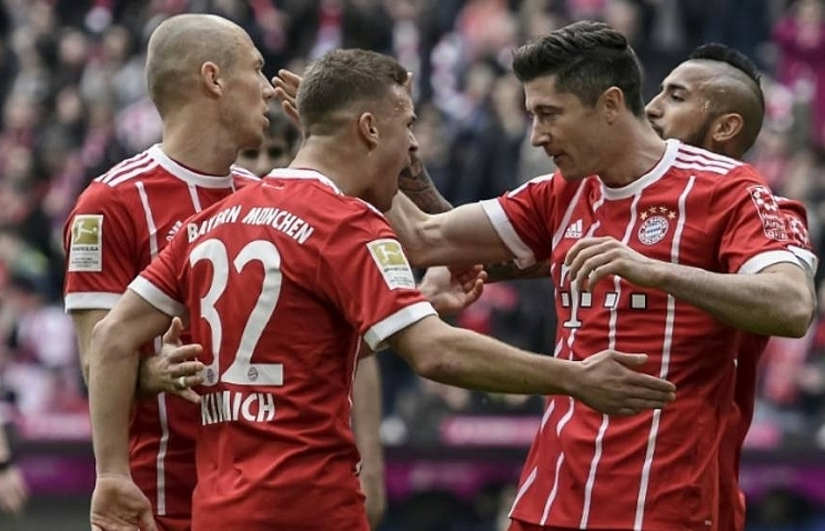 lewandowski grabs hat trick as bayern rout hamburg