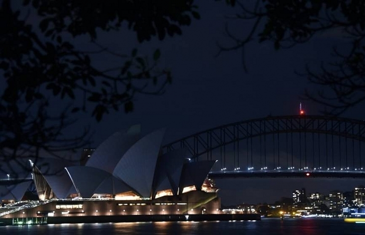 world cities go dark as global earth hour climate campaign kicks off