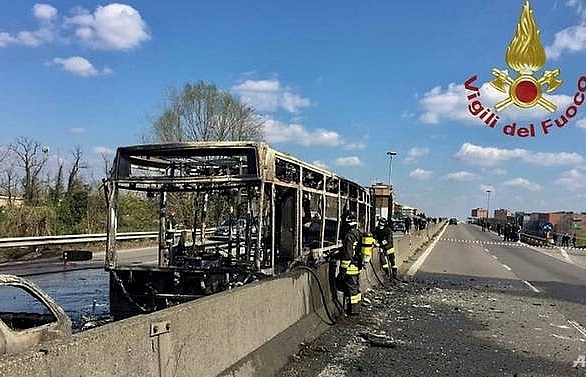 Italian bus driver takes 51 children hostage, sets school bus on fire
