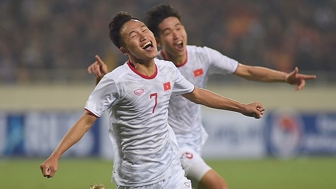viet hungs stoppage time header hands vietnam win against indonesia