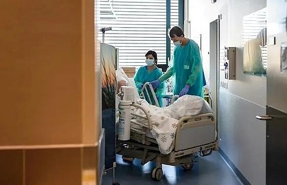 Switzerland coronavirus cases top 10,000