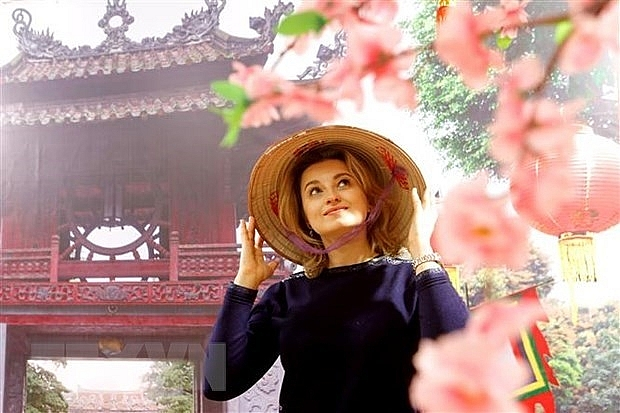russian photographer impressed by vietnams ao dai