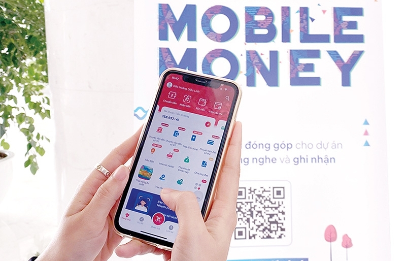 Mobile money attempts to topple classic banking