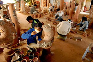 PM approves plan on environmental protection in craft villages