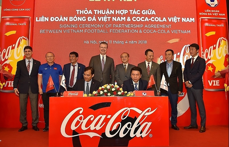 Coca-Cola together with Vietnamese football teams to conquer the golden dream