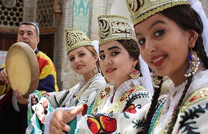 uzbek art troupe to perform in vietnam