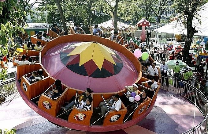 Unsafe playground rides a danger to kids