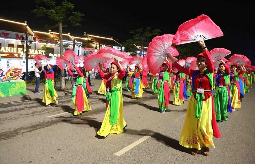 Carnival Ha Long kicks off with brilliant parade