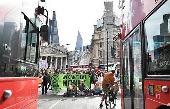 Climate protests hit London's bustling financial hub