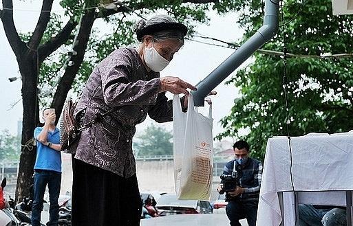 Hue, Da Nang cities set up free 'rice ATMs'