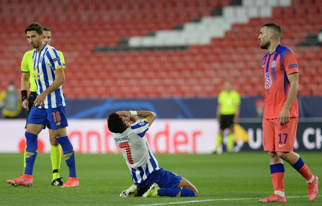 Chelsea punish wasteful Porto to put one foot in Champions League semis