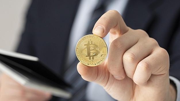 bitcoin hits record high above 62000
