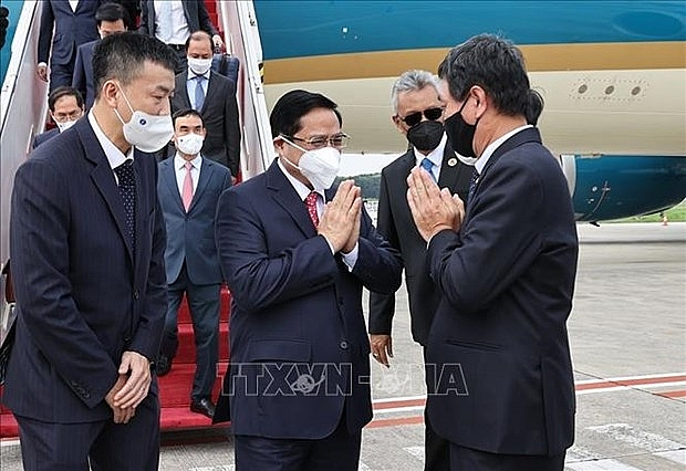 pm pham minh chinh arrives in indonesia for asean leaders meeting