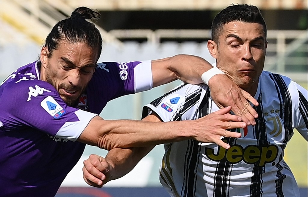 Juventus shares sink on Super League chaos