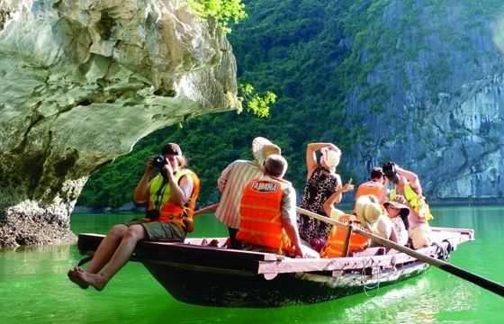 Vietnam welcomes over 5.5 million foreign tourists in first four months