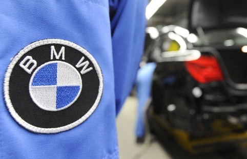 Germany's BMW expands UK car recall