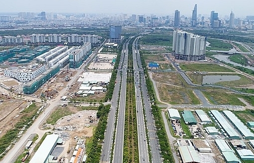 PM Phuc ordered HCM City authorities to quickly settle Thu Thiem's protracted land disputes