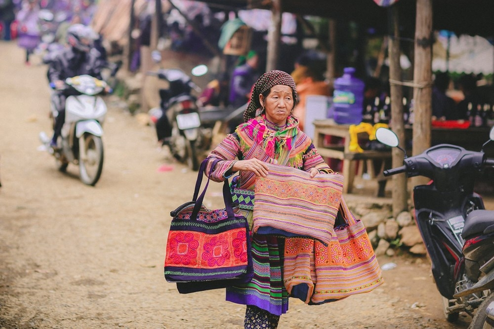 can cau market untouched ethnic identity in northwest of vietnam