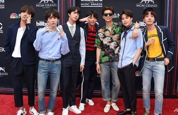 boyband bts make k pop history topping us album charts