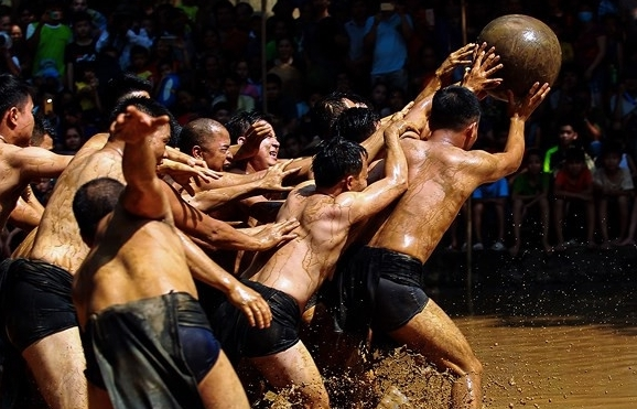 Gripping mud ball wrestling festival of Bac Giang