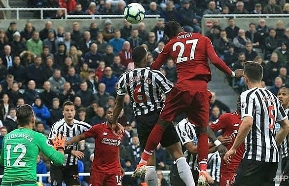 Liverpool back on top with Newcastle win but lose Salah