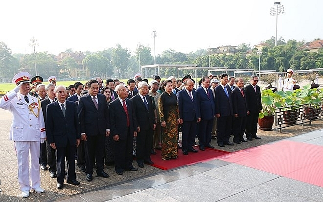 leaders pay tribute to president ho chi minh on birth anniversary